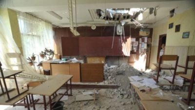 зруйнована школа на Донбасі