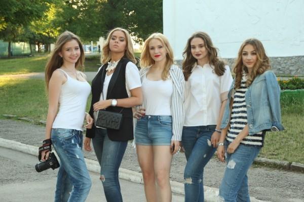 харківські випускники провели акцію Випускний в джинсах