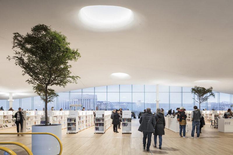 Панорамні вікна бібліотеки Oodi